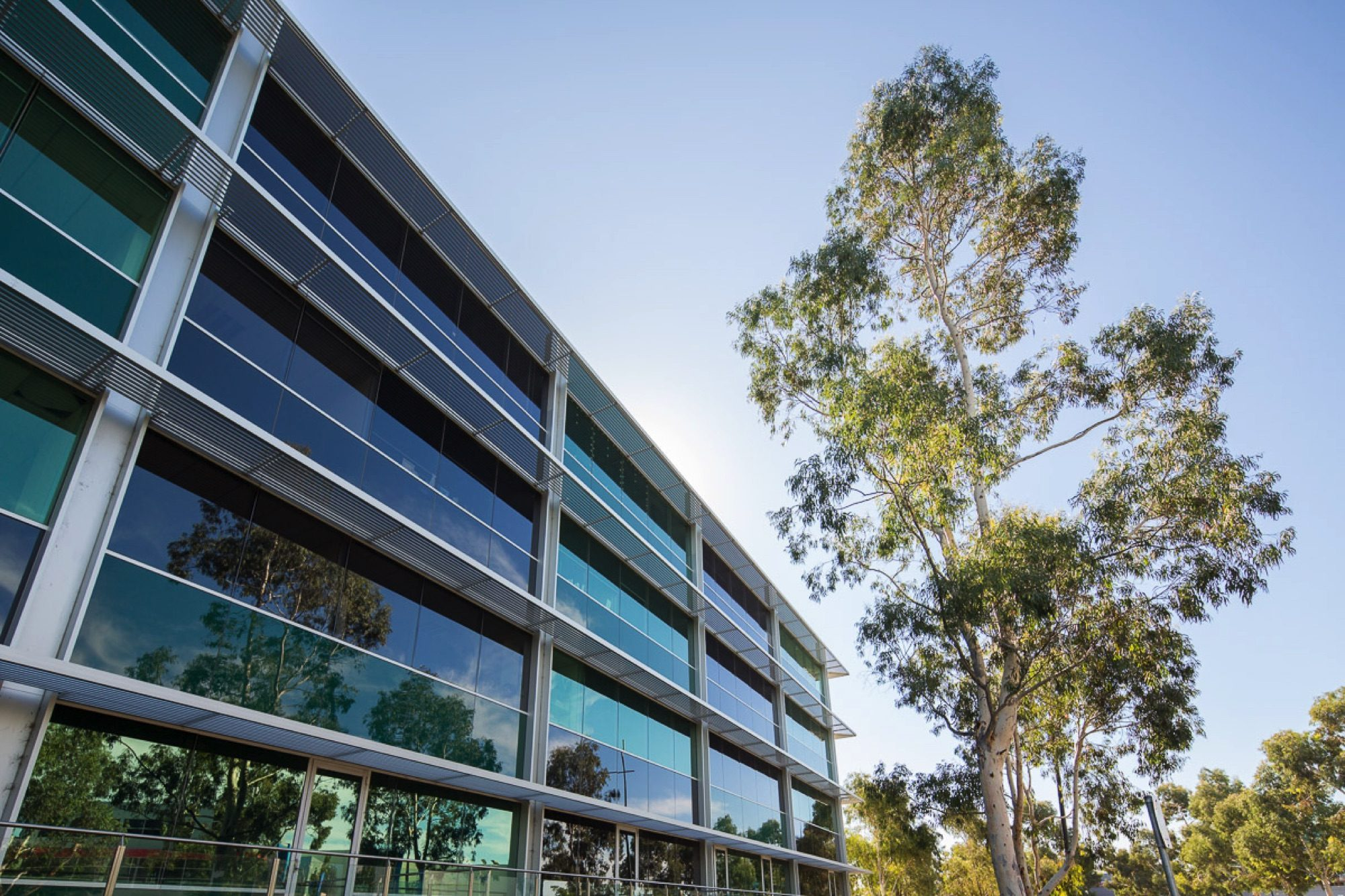 Commercial Building Uni Hill